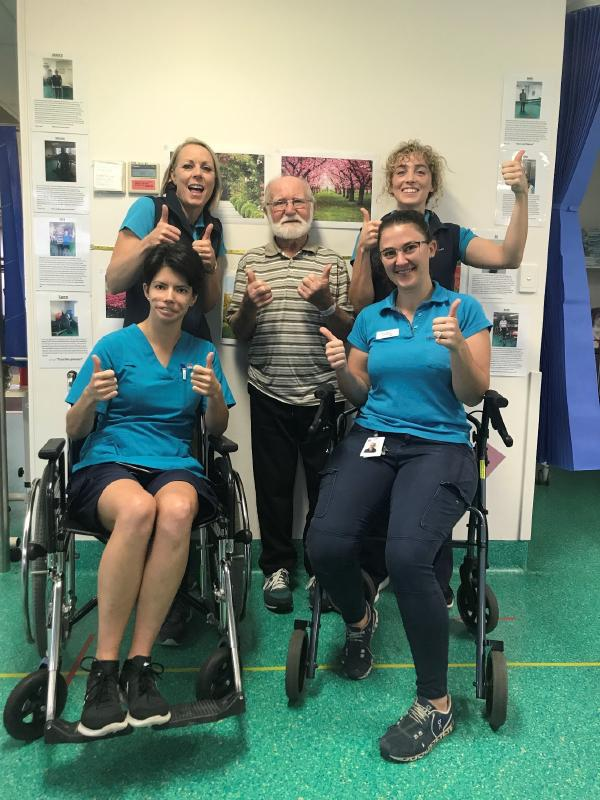 Ray and the Coledale rehab team giving a thumbs up sign